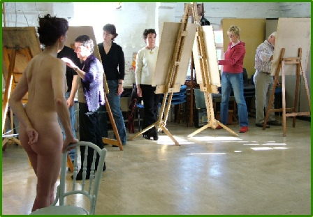 Rosemarie's activities as a Figurative Model have taken to classes, and groups across the UK and Europe.